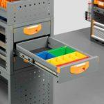 Transporter-Schubladensystem mit Kunststoffbehältern für Kleinteile